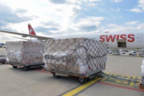 Dein Deal lässt 3 Mio. Schutzmasken mit Swiss Cargo einfliegen